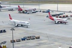 Opération parallèle de piste de roulement à l'aéroport d'Istanbul Ataturk Photo stock