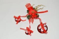 Opóngase la bola aislada de la Navidad para imagenes de archivo