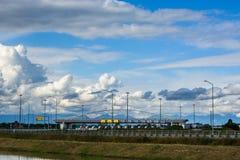 Opłacona autostrada Widok od gęstych chmur Fotografia Stock