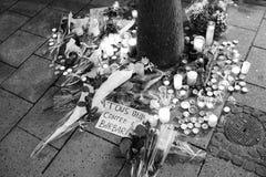 Opłakiwać w Strasburskich ludziach płaci uznanie ofiary Terro obraz stock