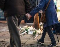 Opłakiwać w Strasburskich ludziach płaci uznanie ofiary Terro fotografia royalty free