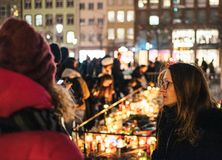 Opłakiwać w Strasburskich ludziach płaci uznanie ofiary Terro zdjęcia stock