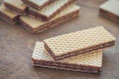 Opłatki z czekoladą na drewnianym stole fotografia royalty free