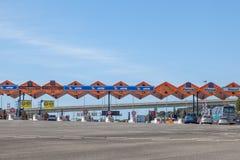 Opłaty drogowa brama przy autostradą Obraz Royalty Free