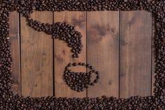 op φασόλια καφέ άποψης που τακτοποιούνται σε ένα φλυτζάνι καφέ Στοκ φωτογραφία με δικαίωμα ελεύθερης χρήσης