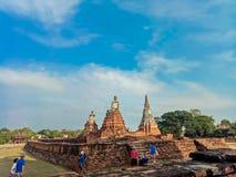 Op 1 April, 2018 bij de Wat Chaiwatthanaram-tempel in het Historische Park van Ayuthaya, een Unesco-plaats van de werelderfenis i stock foto's