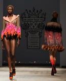 Op aurasjacheraar springen vu de zomer van 2012 modeshow op Royalty-vrije Stock Foto