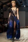 Op aurasjacheraar springen vu de zomer van 2012 modeshow op Stock Fotografie
