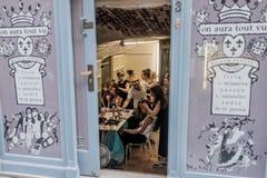 Op aurasjacheraar springen vu de zomer van 2012 modeshow op Stock Foto's