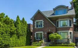 Op bestelling gemaakt luxehuis in de voorsteden van Toronto, Canada royalty-vrije stock afbeelding