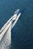 Op boot het rennen stock afbeelding