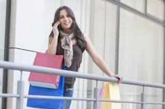 Op celtelefoon over het winkelen Royalty-vrije Stock Foto