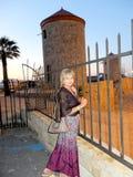 Op de achtergrond van windmolens Royalty-vrije Stock Foto