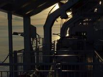 Op de autoveerboot stock afbeeldingen