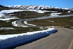 Op de (berg) weg Stock Afbeeldingen