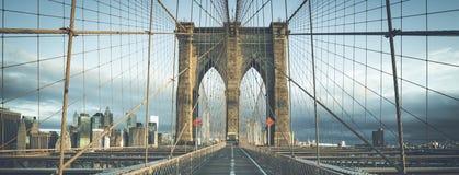 Op de beroemde Brug van Brooklyn in de ochtend Stock Foto