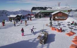 Op de bovenkant van skitoevlucht Gorky Gorod 2200 meters boven overzees - niveau Stock Fotografie