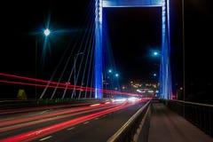 Op de brug in de avond Stock Afbeelding