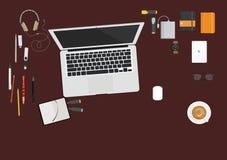 Op de bureaucomputer met kantoorbehoeften vector illustratie