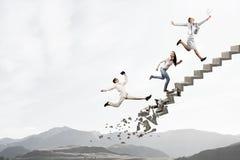 Op de carrièreladder die uitdagingen overwinnen royalty-vrije stock foto