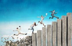 Op de carrièreladder die uitdagingen overwinnen royalty-vrije stock foto's