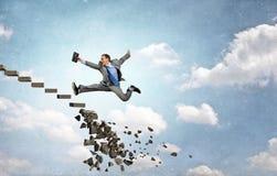 Op de carrièreladder die uitdagingen overwinnen royalty-vrije stock afbeeldingen