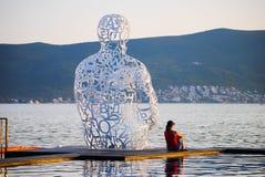 Op de kust van Tivat is een aantrekkelijk monument Royalty-vrije Stock Afbeeldingen