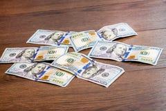 Op de lijst zijn geld, winst van een voordelige bargain_ Stock Foto