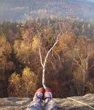 Op de rotsen in de de Herfstavond Stock Afbeeldingen