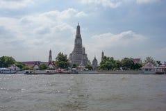 Op de schepen van het rivierzeil met toeristen aan boord Royalty-vrije Stock Fotografie