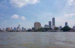 Op de schepen van het rivierzeil met toeristen aan boord Stock Fotografie