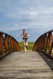 Op de voetgangersbrug royalty-vrije stock foto's