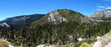 Op de weg aan Zuidenmeer Tahoe stock afbeelding
