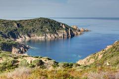 Op de weg tussen Piana en het strand van Arone - Corsica Frankrijk stock foto
