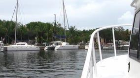 Op een boot die Zeer belangrijke Largo haven verlaten stock video