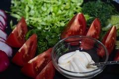 Op een donkere raad lig haver gesneden †‹â€ ‹voor salade royalty-vrije stock fotografie