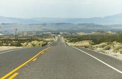 Op een eenzame weg in Texas stock foto