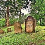 Op een heuvel in Tsjechische Republiek een Joodse begraafplaats Royalty-vrije Stock Fotografie