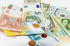 Op een lichte munt als achtergrond uit de hele wereld Stock Afbeelding