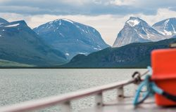 Op een meer in noordelijk Zweden stock afbeeldingen