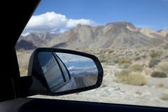 Op een wegreis door de woestijn in Californië, de V.S. Royalty-vrije Stock Foto