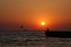 Op een zonsondergangvisser Royalty-vrije Stock Fotografie