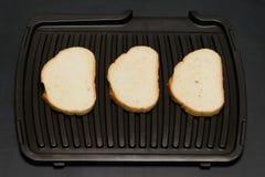 Op een zwarte achtergrond Drie boterhammen Stock Afbeelding