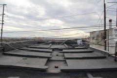 Op het dak van het sovjethigh-rise gebouw royalty-vrije stock foto
