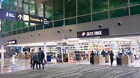 Op het het winkelen gebied van de luchthaven van Singapore Royalty-vrije Stock Foto's