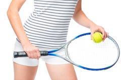 Op het heupniveau, handen met een racket en een tennisbal Stock Afbeelding