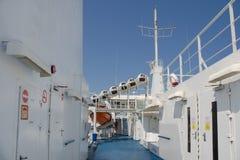 Op het hogere dek van een schip Stock Foto