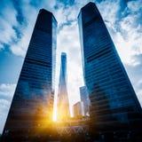 Op het kijken Wolkenkrabbers met horizon in Shanghai Royalty-vrije Stock Foto's