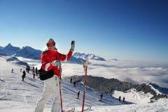 Op het ski-spoor in Alpen Stock Afbeeldingen