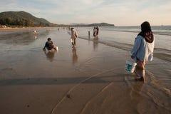 Op het strand de plaatselijke bewoners Royalty-vrije Stock Afbeelding